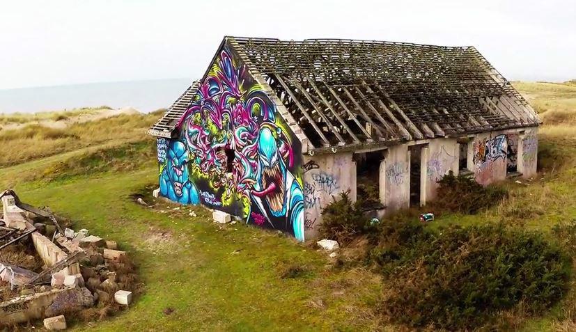 priou plage street art