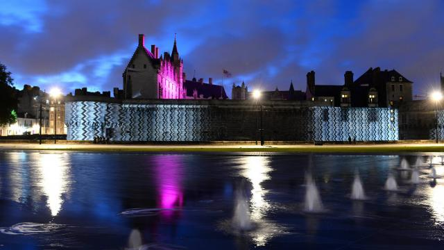 Peace for paris hommage au miroir d 39 eau bigcitylife for Miroir d eau nantes