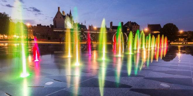 Festival spot nantes la travers e miroir d 39 eau lieu for Traversee du miroir